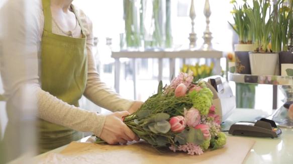 Мастера доставки цветов в Грозном дают советы по выбору композиций
